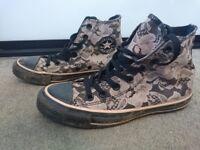 Converse lace pattern