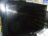 LG 32 inch TV with remote and built in freeview