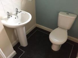 Toilet / Basin