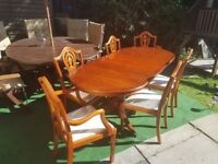 Antique dining table + 6 chairs (2x carvers)