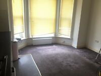 2 bedroom flat, Newly Refurbished, 2 bathrooms, close to trainstation Levenshulme, stockport Rd