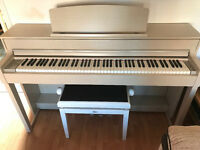 Yamaha CLP-545 As new condition White Ash