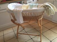 MAMAS AND PAPAS UNISEX IZZYWOTNOT MOSES BASKET AND STAND