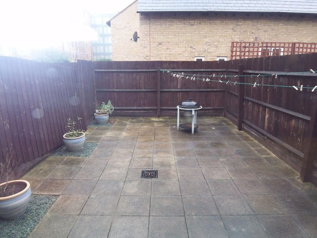 @ Two bedroom House in the heart of Isle of Dogs - private garden - quiet turning!
