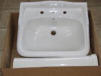 Cloakroom / Bathroom wash basin with pedestal