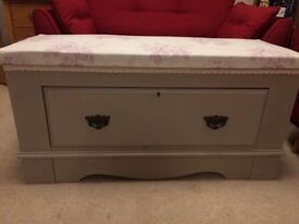 Lovely bench seat with drawer, trunk