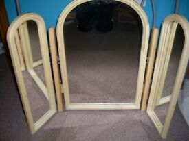 Dressing table 3 piece folding mirror