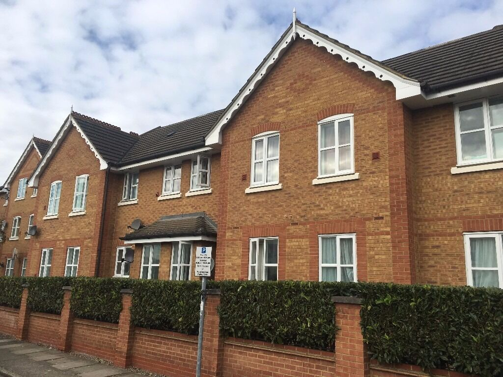 AN IMMACULATE ONE BEDROOM APARTMENT LOCATED CLOSE TO HOUNSLOW EAST STATION-AVAILABLE NOW