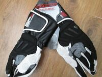 BRAND NEW WITH TAGS ALPINESTARS SIZE LARGE SP2 BLACK AND WHITE LEATHER MOTORCYCLE GLOVES