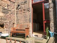 One bedroom flat in Edinburgh with a sunny garden