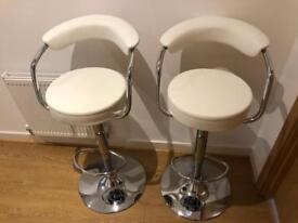 Bar stools in excellent condition