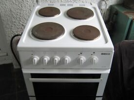 BEKO ELECTRIC COOKER FAN OVEN /GRILL. CAST IRON VINTAGE BENCH SEATS.