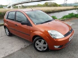 CHECKOUT THIS GREAT COLOUR ON THIS FIESTA 5 DOOR...THIS CAR COMES WITH ALLOY WHEELS..AIR CON.FAB HIS