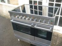 Electric cooker with ceramic hob.