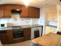 Lovely Bright and Spacious 3/4 Bedroom Flat Located in Mile End