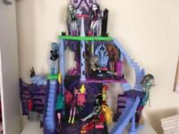 Monster high castle with accessories and 14 dolls