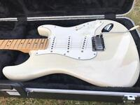Fender American Standard Stratocaster 2001 Guitar with hard case