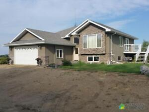 $695,900 - Bi-Level for sale in County of Camrose