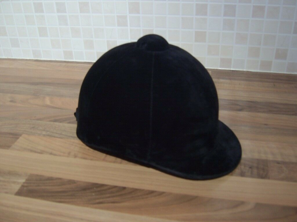 Champion Showring Riding Hat/Helmet in As New Condition - 55 cm/6.75 inches
