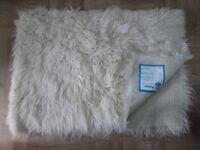 100% Pure Wool Rug (200cm x 140cm)