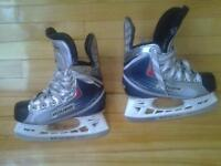 NEW BAUER VAPOR X20 JUNIOR SIZE US2 1EE ICE SCATES HOCKEY