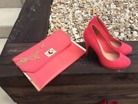 Matching heeled shoes and clutch bag - Coral colour