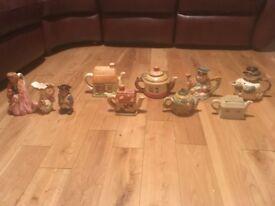 Vintage novelty teapots and jugs bundle