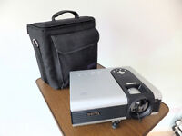 LCD BengQ PB7200 Projector with projector stand, leads and 3 Projections different sized screens