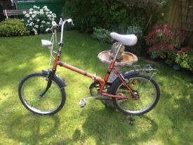 VINTAGE FOLD AWAY BIKE (ABSOLUTE GREAT SMART DETAILED LOOKING BIKE) GREAT LOOKER (RIDES EXCELLENT)