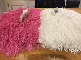16 pairs of pink and white Poms
