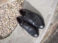 Black golf shoes