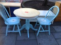 SHABBY CHIC SOLID PINE TABLE AND 2 CHAIRS BEAUTIFUL , TABLE MEASURES 30 INCH DIAMETER X 29 INCHES