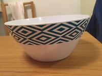 Salad / serving bowl