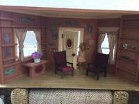 LARGE SCALE VINTAGE DOLLS HOUSE ROOM & CONTENTS