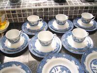 WILLOW PATTERN 23 PIECE CHINA SET 6 CUPS 6 SAUCERS 6 TEA/SIDE PLATES 5 DESSERT BOWLS