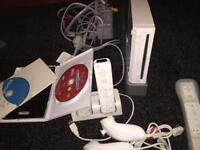 Nintendo Wii, 2 games + accessories and charging port
