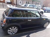 MINI COOPER 3DR. MIDNIGHT BLACK. ELECTRIC SUNROOF. HALF LEATHER INTERIOR.