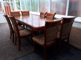Extenable Dinning table with chairs