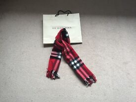 Ladies Burberry 100% Cashmere Scarf in Classic Inheritage Red Check