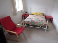 Nice clean and bright double room to let in Slough