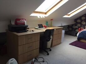 Large Double Room available in Bright, Clean, Contemporary property -Kelsall Road LS6