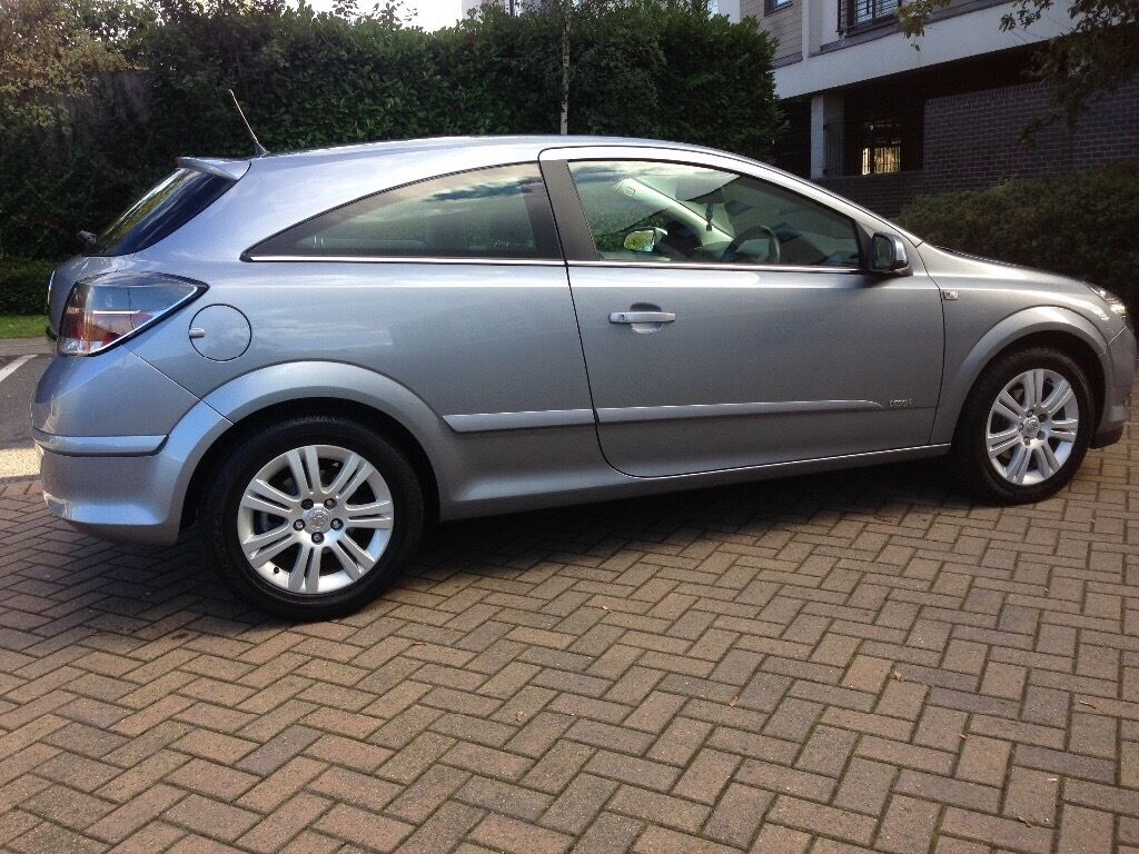 Automatic Vauxhall Astra 1.8i 16v 3dr Design with low mileage and 1year MOT for sale