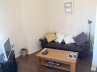One Bedroom Flat in Tooting, Fully Furnished, 2 min walk from Tooting Bec Station, £1,126 pcm