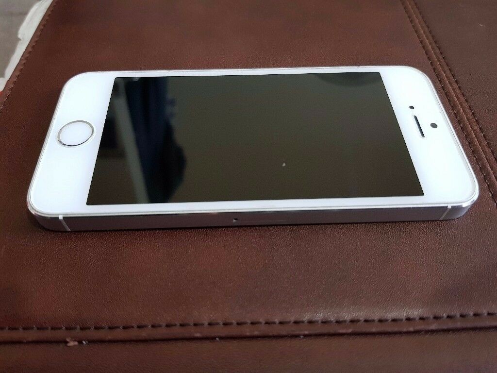 Apple iPhone 5S 16GB Silver Factory Unlocked to any Network Good Condition