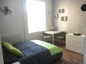 Modern & bright double bedsit with private en-suite, W13