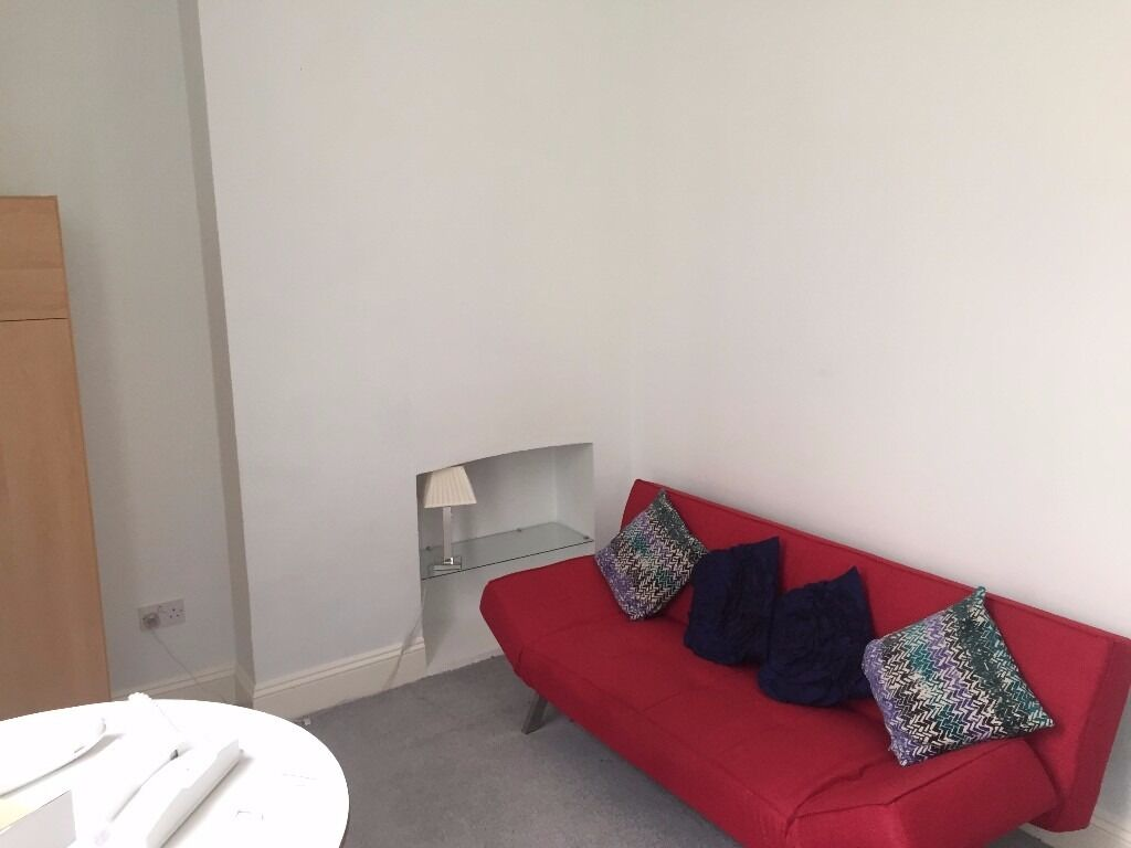 SB Lets are delighted to offer a large, fully furnished studio flat for short term letBILLS INCLUDED