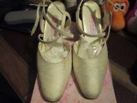 Wedding Shoes Ivory size 6