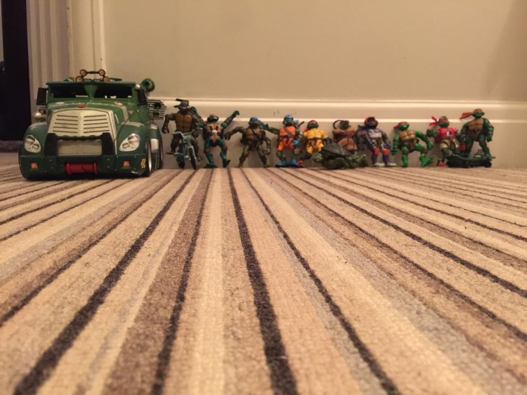 Teenage Mutant Turtle vehicle and ALL the figures