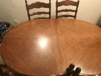 Dining table and 6 chairs good condition 1.000 w x 1.800 l .the table extends to 2.800 m