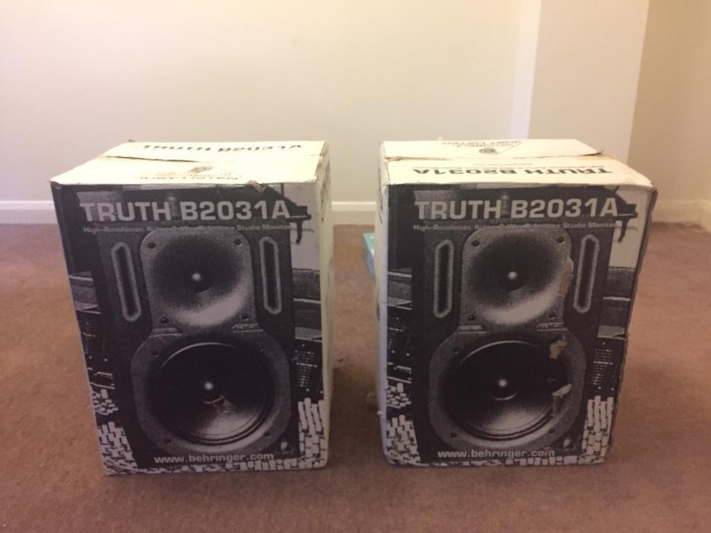 Behringer B2031A 2-way Active Studio Monitor Speakers